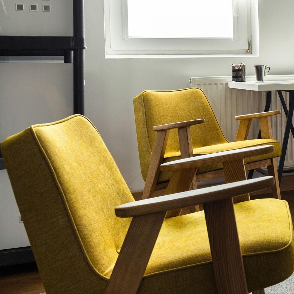 他是對建築物內部環境的再創造。室內設計可以分為公共空間和居家兩大類別。當我們提到室內設計時,會提到的還有動線、空間、色彩、照明、功能等等相關的重要術語。